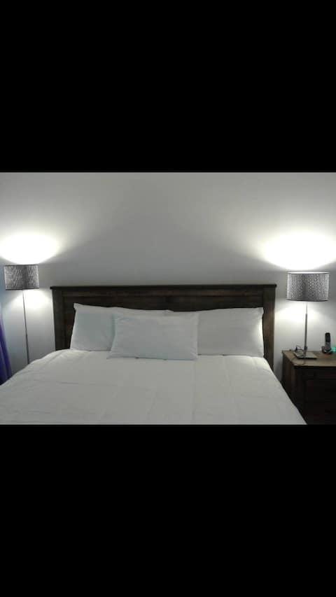 Comfy Private Room w/ Big TV