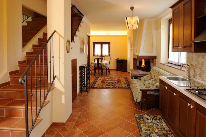 Villa Vittoria1 Hist. Chianti 4pt - Rietine - Wohnung