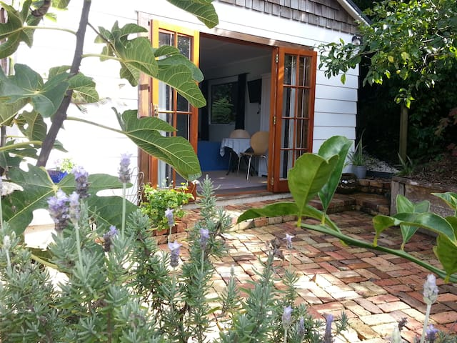 The Garden Room Titirangi Village