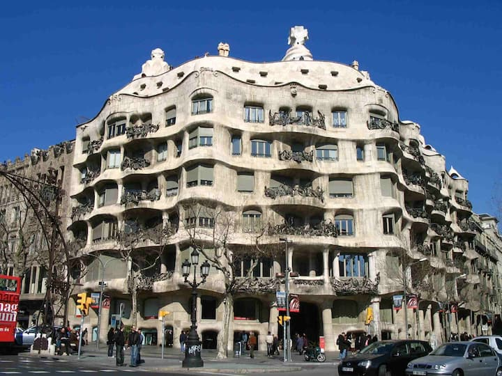 Gracia, close Gaudi, WIFI balcony AC