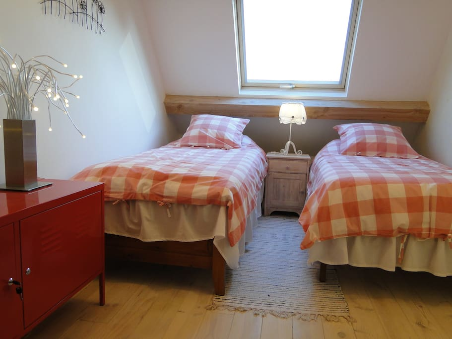 Bedroom with 2 beds ..............Chambre a deux lits ou.......