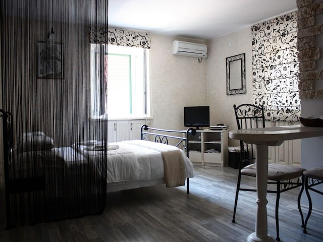 OLD TOWN ROMANTIC APARTMENT