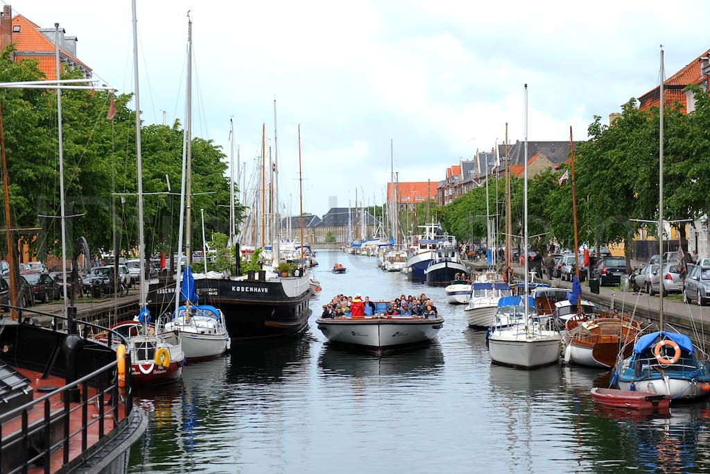 Enjoy the great atmosphere at the canal. Only 50 meters away from the apartment!