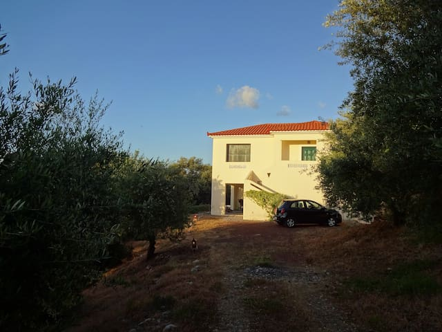 nice house on hillside with seaview - Kyparissia - Huis