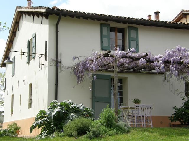 A country house in the hills - Faenza - Hus