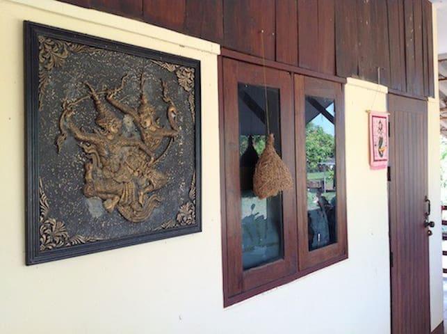 Near Umbrella Village, Sankhampang - Mae Khue - 一軒家