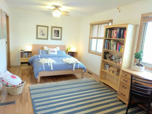 Large bedroom, own bath+ music room - Eagan - Hus