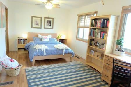 Large bedroom, own bath+ music room - Eagan - บ้าน