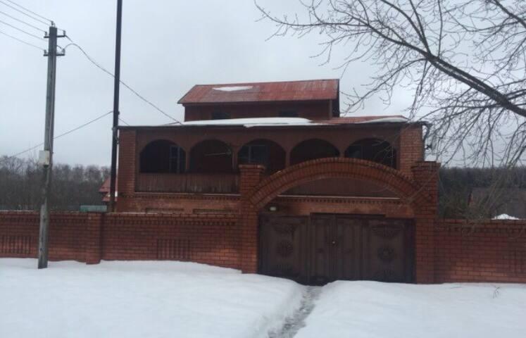 Коттедж из двух домов с паркингом - Долматово - Dům