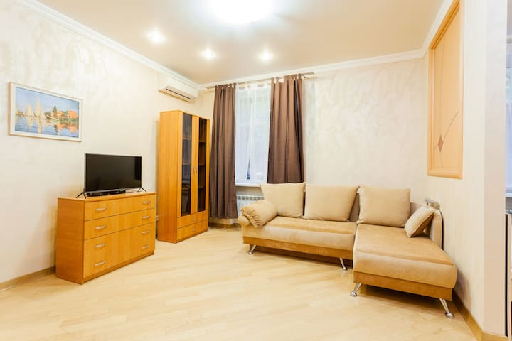 Apartment in the center of Kiev Klovsky descent 4a
