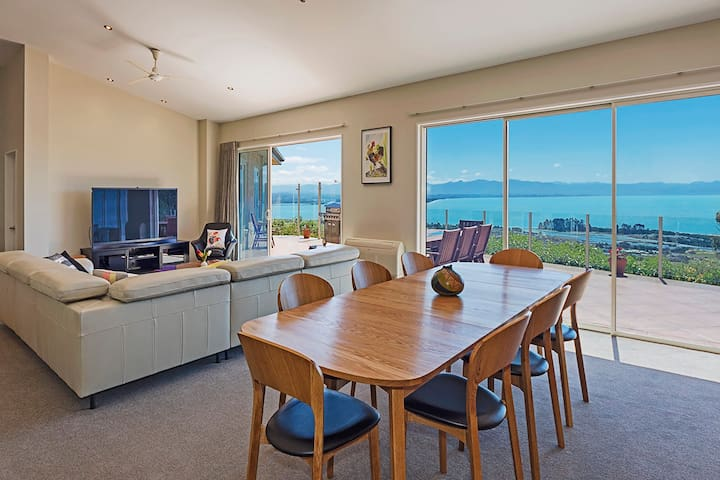 Seabreeze (4 Bedroom) - Nelson Holiday Home