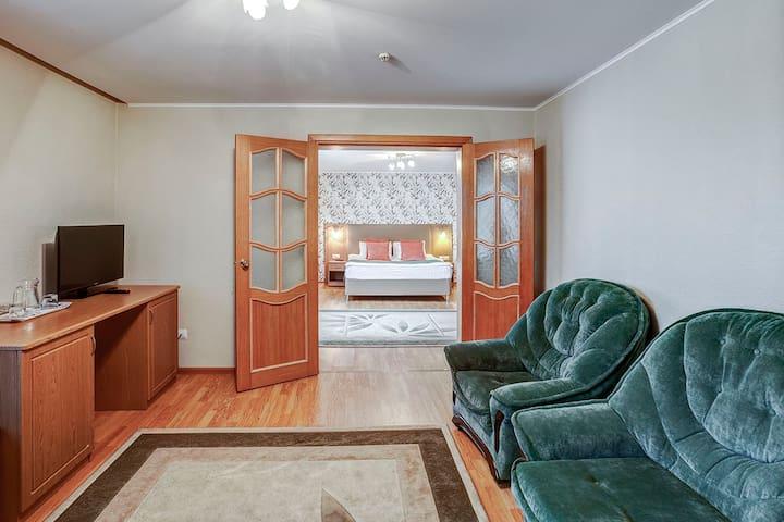 Уютный двухкомнатный номер недалеко от метро Площадь Мужества