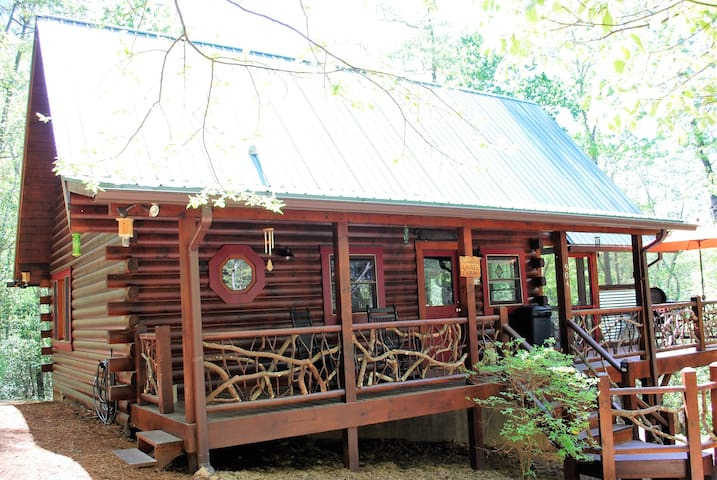 Mountain Laurel Log Cabin w/free WiFi