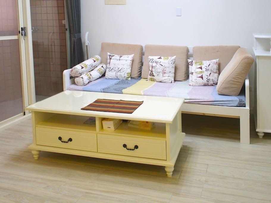 公共空間客廳沙發,夜晚也可以是180×200雙人大床