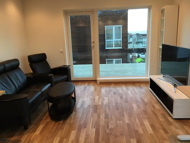 Beautiful apartment w/good bus connections.
