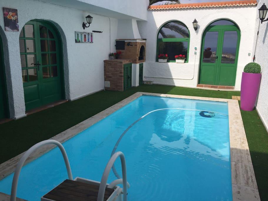 Espectacular con piscina privada villas en alquiler en for Suite con piscina privada madrid