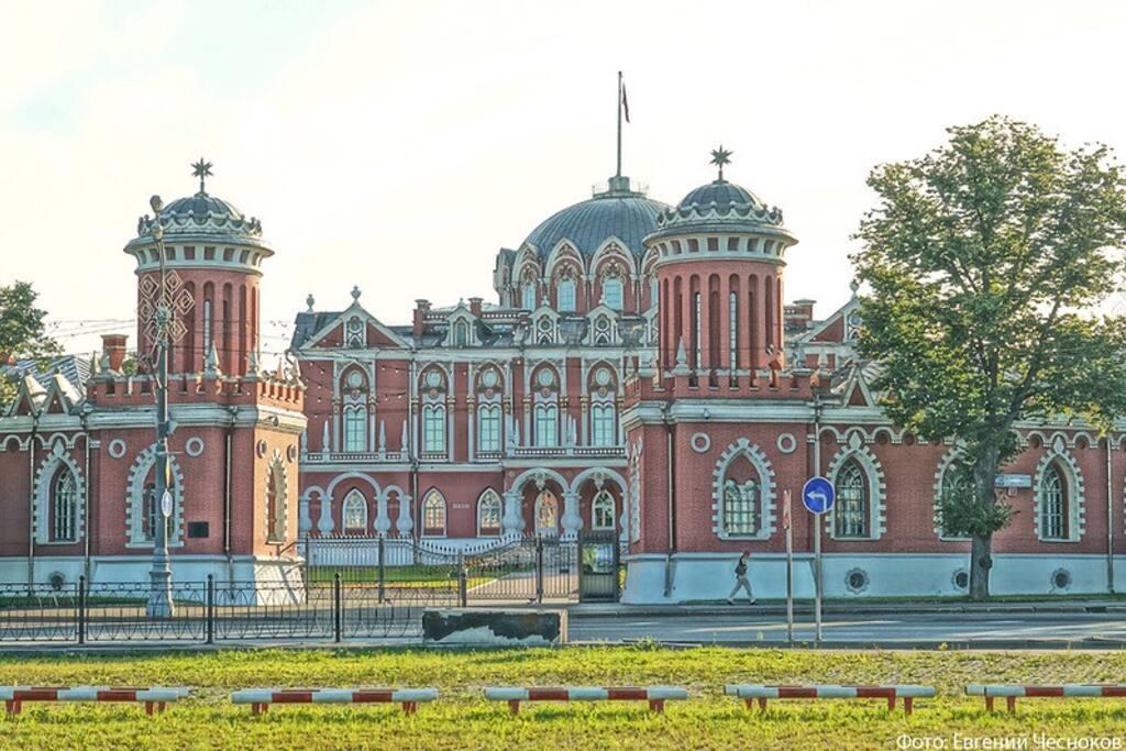 Петровский путевой дворец. Музей и зимой бесплатный каток
