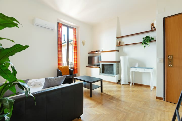 The Librarian S House Enjoy In Porta Romana Flats For Rent