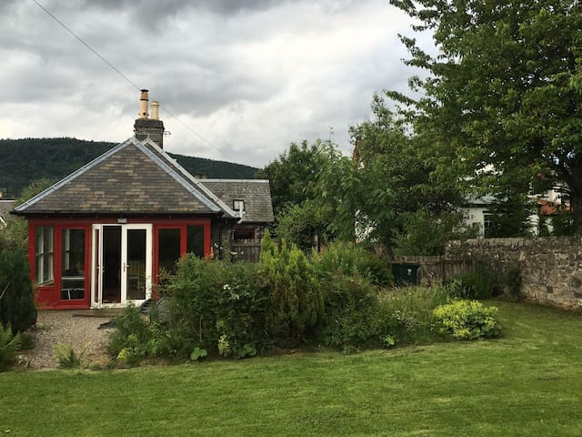 The Armoury, charming traditional stone cottage - Aberfeldy - House