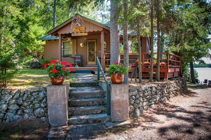 Main Cabin - Lakeside at Vintage Vermilion Resort