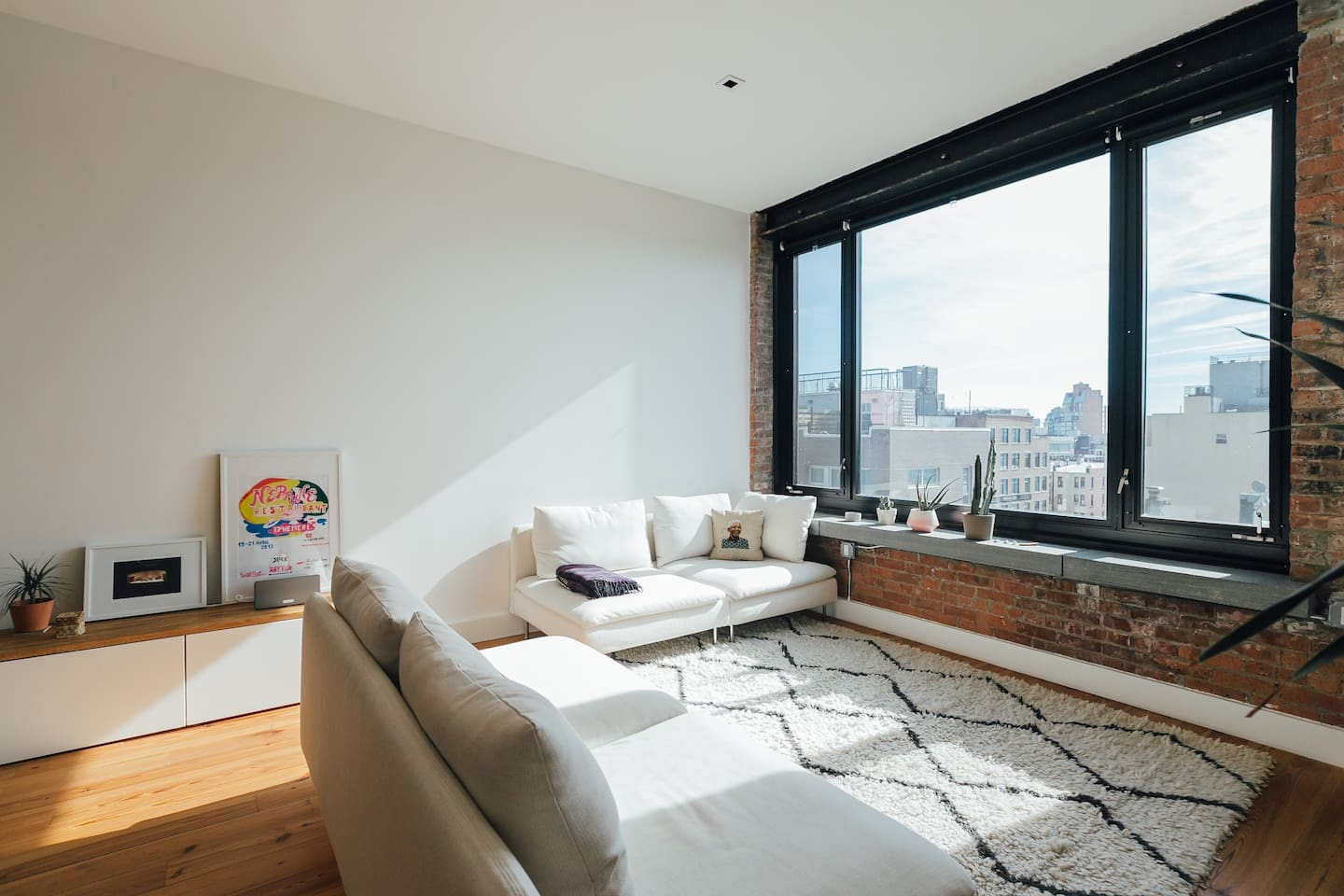Living room with a large beautiful view overlooking Brooklyn