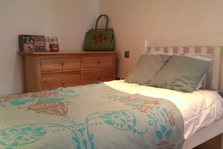 A cute studio, with a separate sleeping area - London - Wohnung