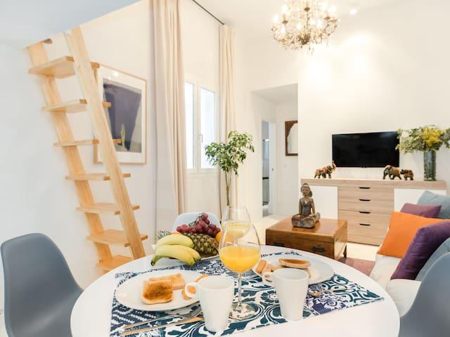 CENTRE **Bright Terrace Apartment**