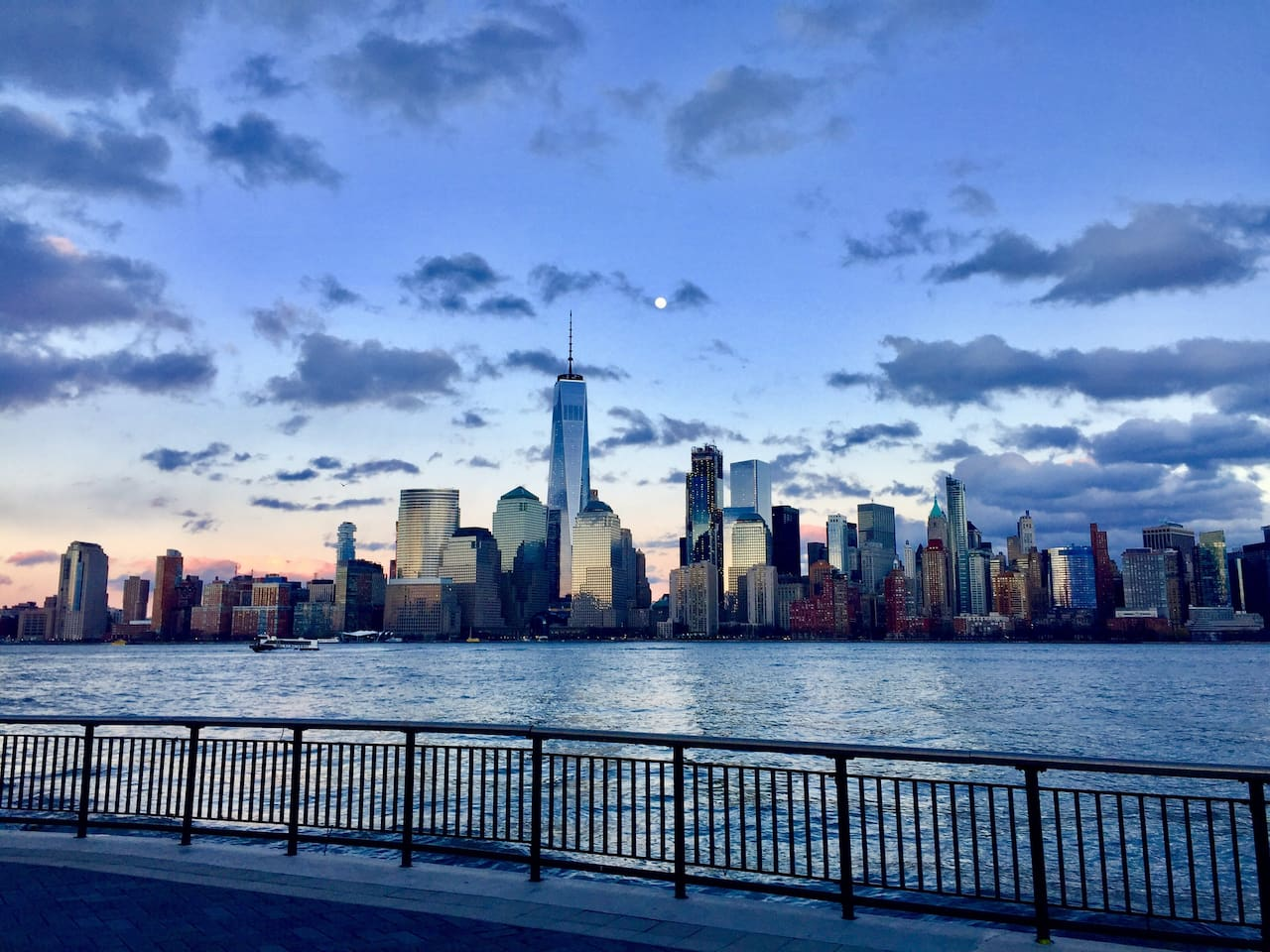 Walk the prominade along the Hudson River and enjoy views of the nyc skyline. 3 minute walk to ny waterway ferry (transportation by boat to Manhattan) and 5 minute walk to exchange place path (subway/train)