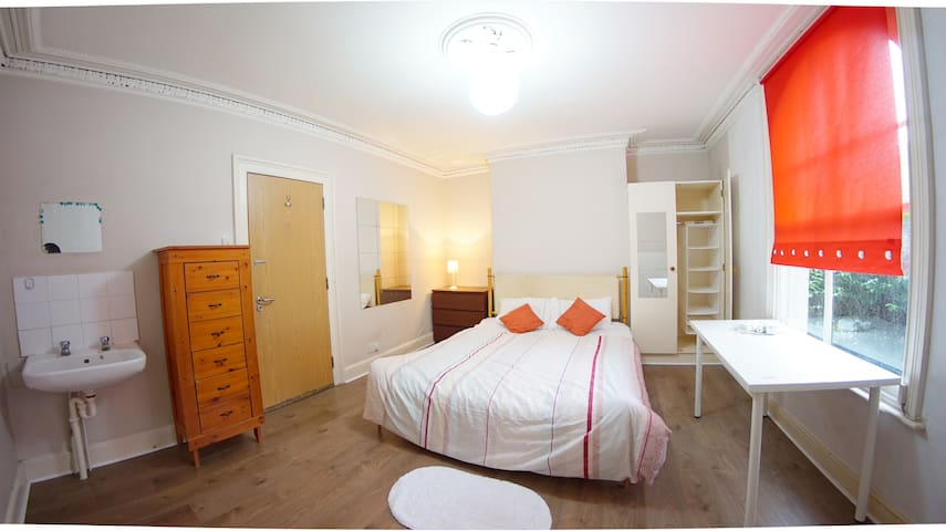 private room for 1 female in house share f0