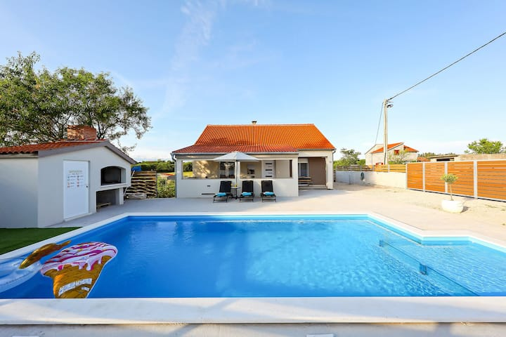 Beautiful Villa in Smokovic with Private Swimming Pool