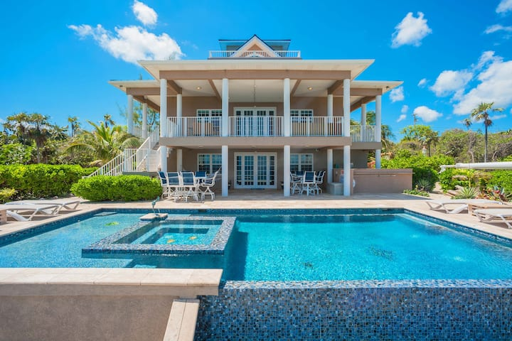 Our Cayman Cottage: Perfect Family Home w/ Kayaks, Arcade Room, Pool + Spa