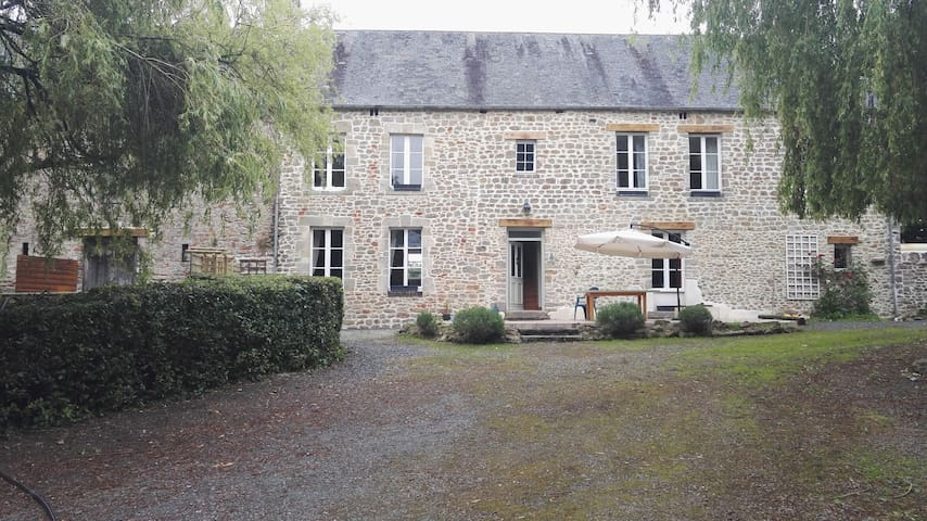 200 year old farmhouse in Normandy - Montmartin-en-Graignes - House