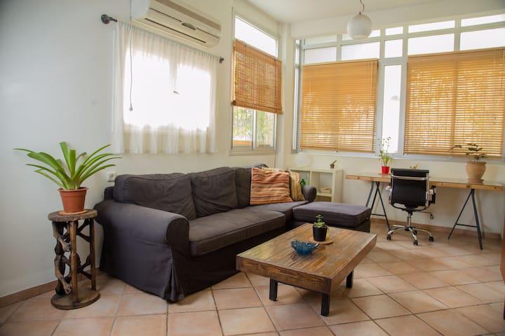 The Perfect 2-Bedroom Tel Aviv Beach Apt!