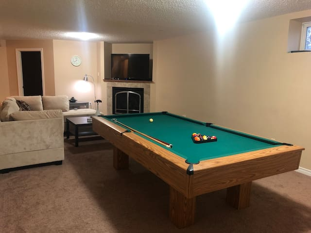Basement suite with 2 bedrooms