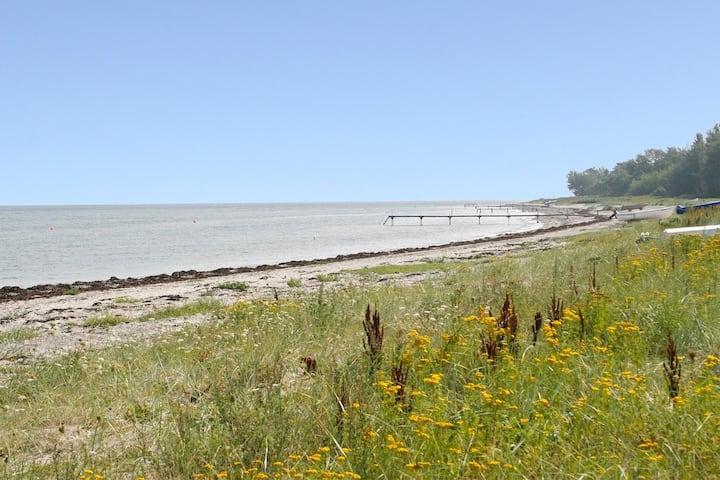 Panoramaudsigt i 1. række til privat strand