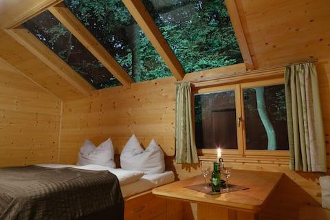 OCHYS Waldfreizeitpark Kreuzstetten (Kreuzstetten), Gemütliche Zweibetthütte mitten im Wald