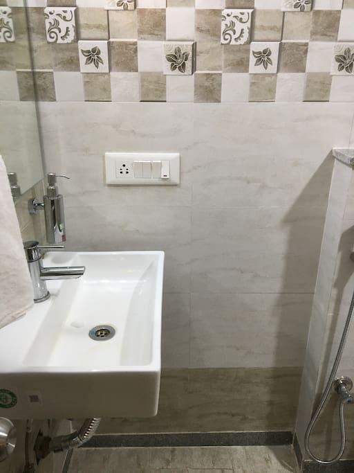 clean wash basin