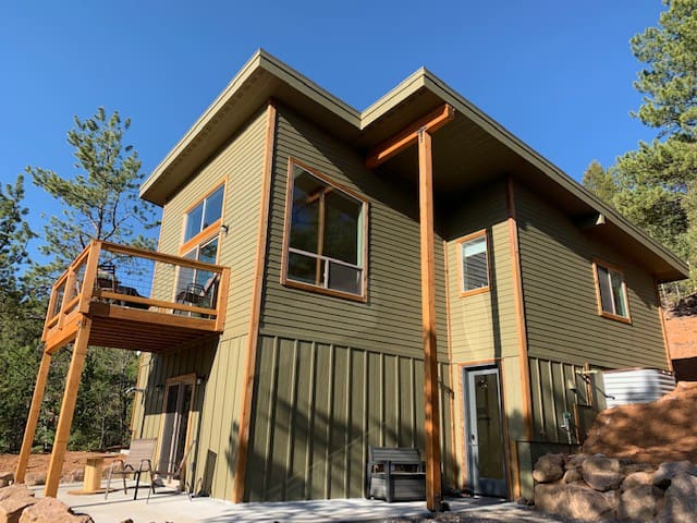 New Modern Rustic Mountain Home. Amazing Views!