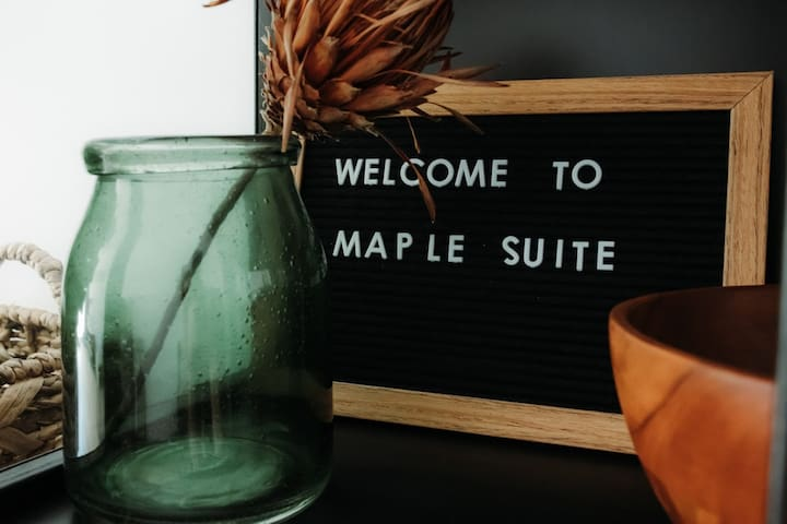 The Quarters - Maple Suite