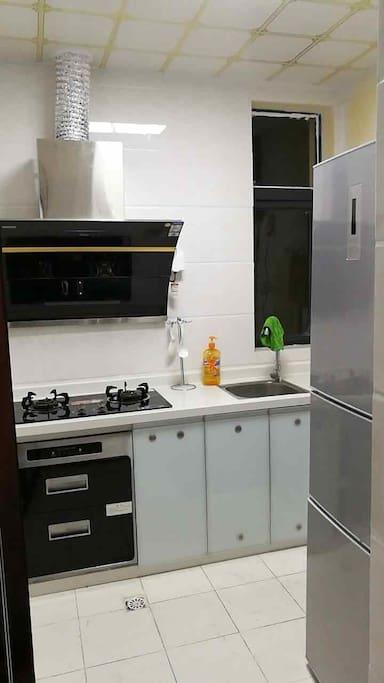 厨房以及冰箱
