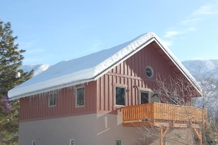 Icicle Guest House: Enchanted getaway, near town!