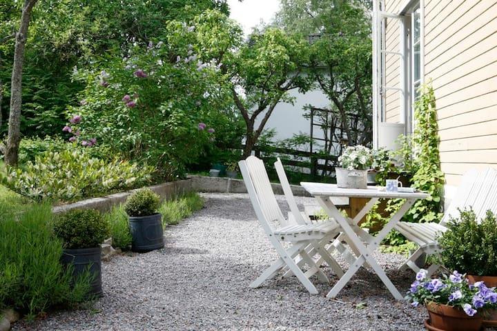 House & garden close to sea & city  - Lidingö - Huis