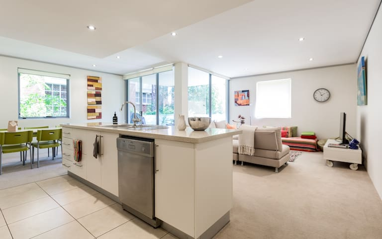 Stunning & Contemporary 2BR Delight★Free Parking★