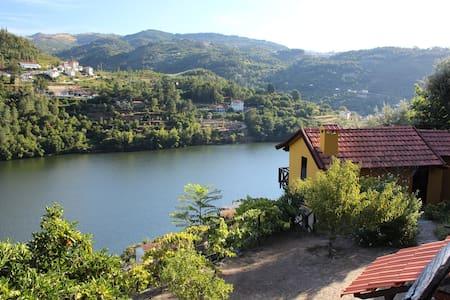 Casa de Raivó, uma casa no Douro - Baião
