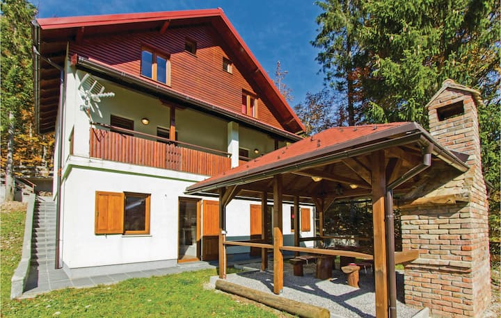 Stunning home in Brestova Draga with Sauna and 2 Bedrooms