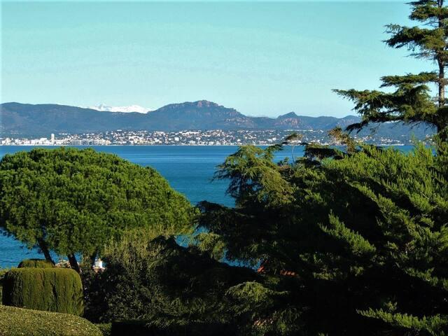 Villa vue mer avec piscine à 200 m de la plage