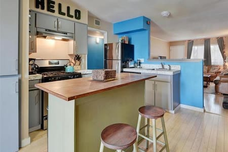 Bus Downtown, Walk To SoCo Or Ride To Zilker - Austin - Apartment