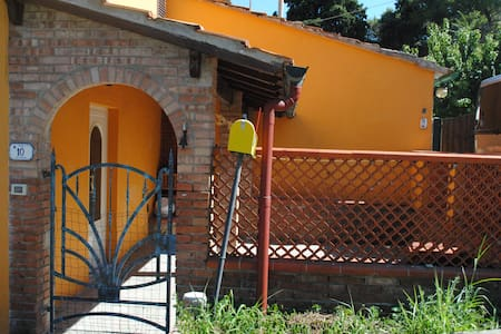 Casa con ampio patio nella campagna toscana - Apartment