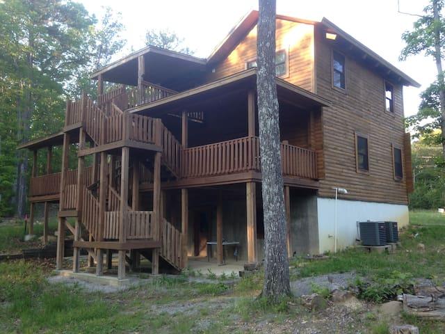 Pet Friendly Large Cabin near Fall Creek Falls
