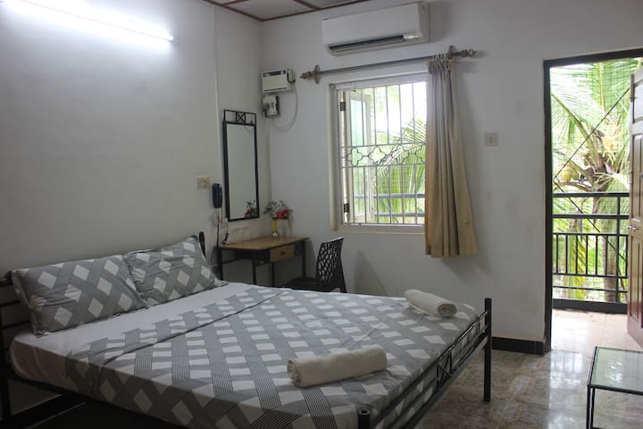 Peravel - Room for 2 with AC -Candolim